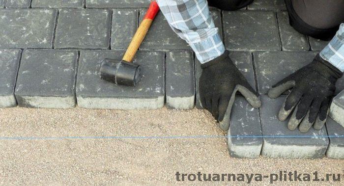 Укладка дорожки из тротуарной плитки своими руками в Наро-Фоминске - готовим основание