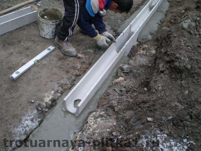Установка бетонных водостоков в Наро-Фоминске