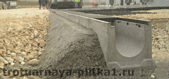 Установка бетонных водостоков своими руками в Наро-Фоминске
