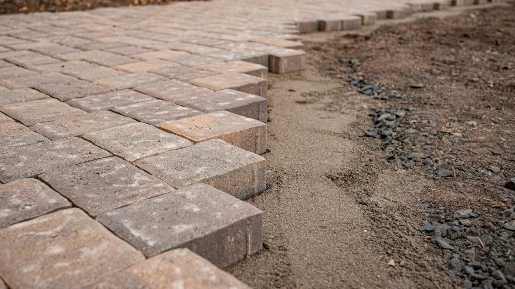 Как укладывают тротуарную плитку 6см
